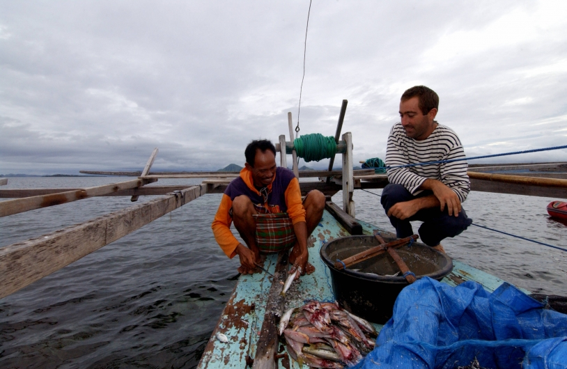 Amaury Bironneau (right) with a Bajau fisherman in the Komodo Strait, Indonesia. Credits: La Boudeuse.