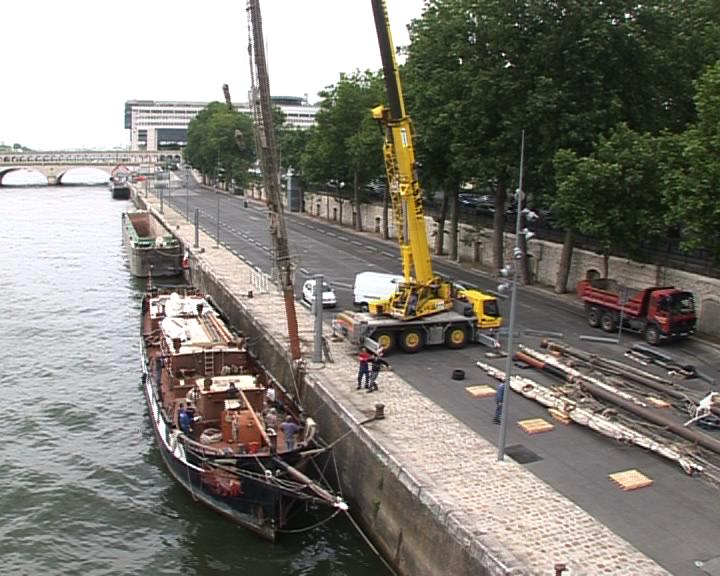 Dismasting of La Boudeuse, Quai François Mauriac, Paris, 28 May 2009. Credits: CNES.