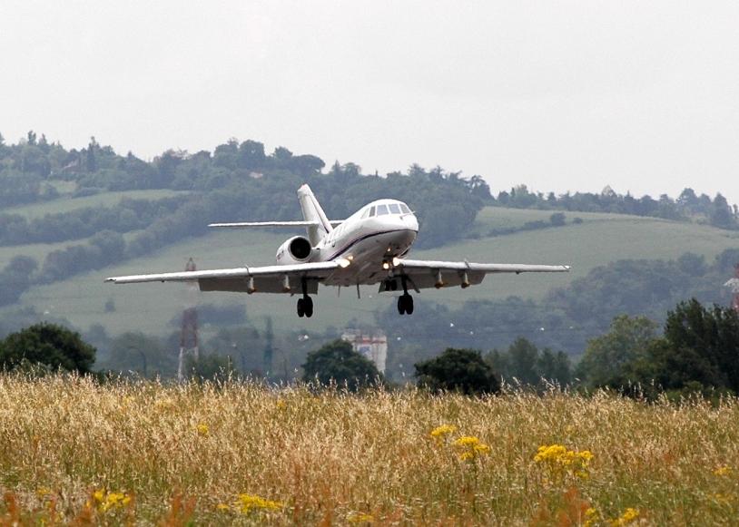 Le Falcon 20 de SAFIRE de retour de mission à Francazal. Crédits : SAFIRE.