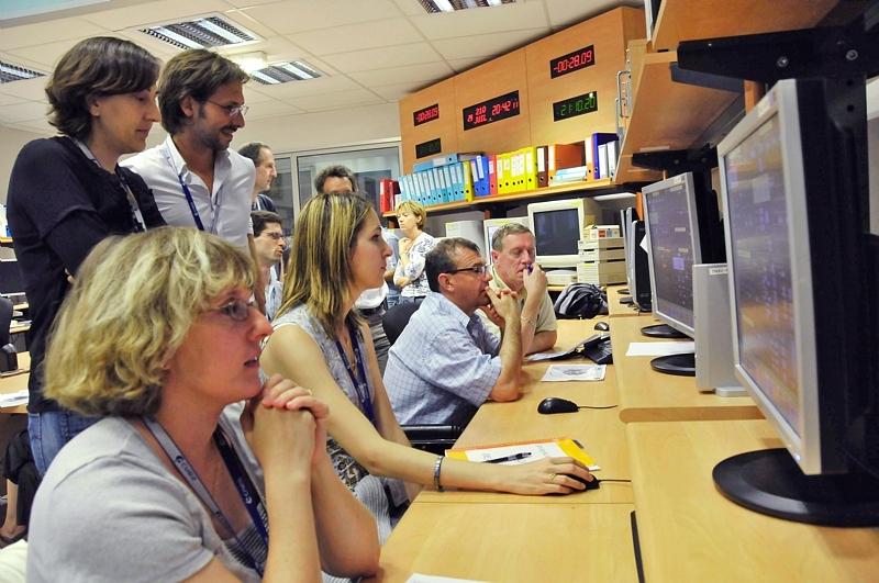 Les équipes techniques du Centre spatial toulousain ont réalisé les manoeuvres nécessaires depuis le Centre de maintien à poste des satellites Spot. Crédits : CNES/E.Grimault.