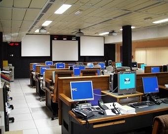 Salle de contrôle CADMOS à Toulouse. Crédits : CNES.