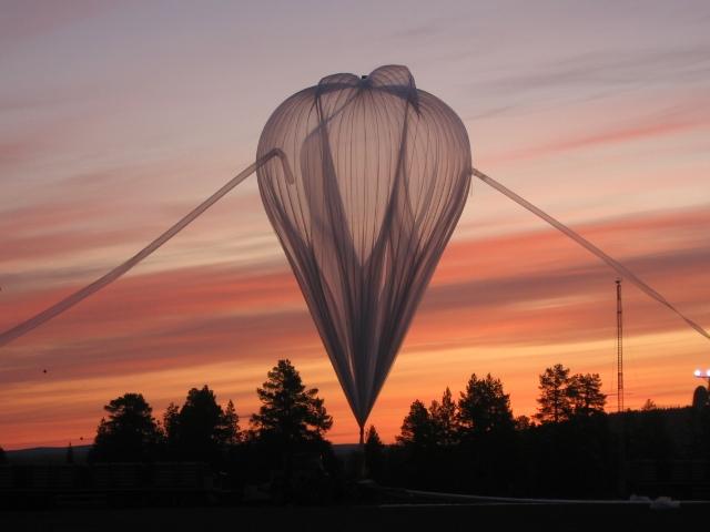Gonflage du ballon Spirale lors de la campagne Strapolété. Crédits : CNES.