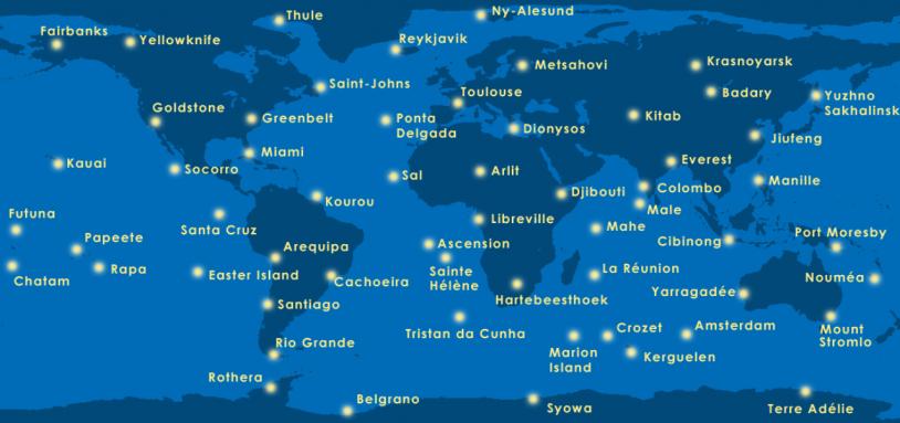 Réseau de stations émettrices DORIS à travers le monde. Crédits : AVISO.