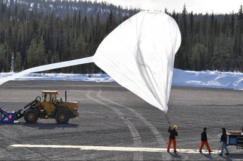 Gonflage du ballon auxiliaire sur le vol ISAO du 29 avril 2010. Crédits : CNES.