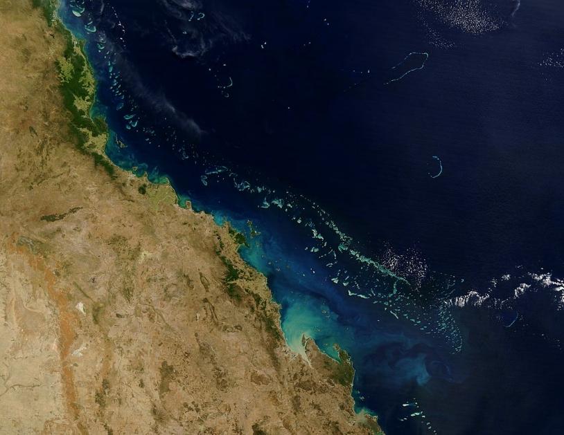 La grande barrière de corail vue par le satellite américain Terra. Crédits : NASA.