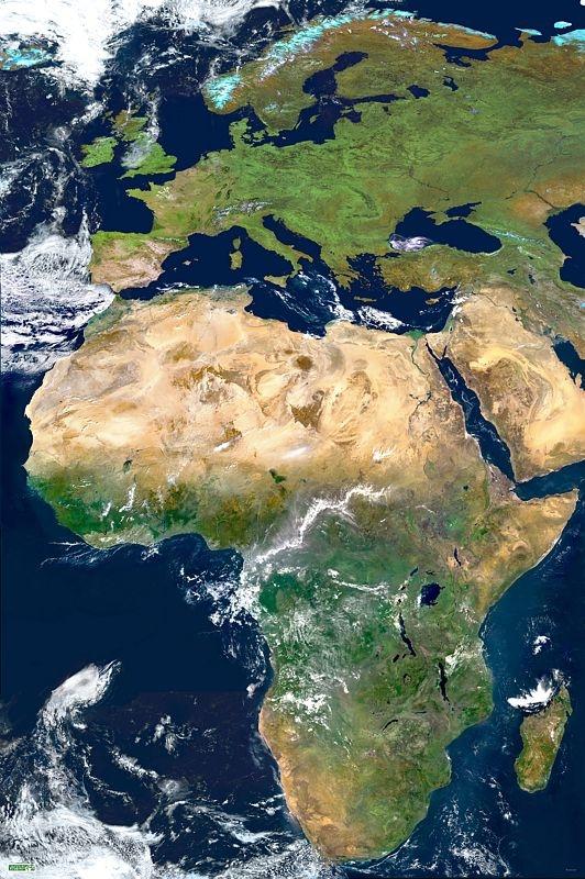 Image satellite de l'Afrique obtenue par l'assemblage de 18 segments pris par l'instrument Végétation, embarqué sur le satellite d'observation de la Terre Spot 4 durant l'hiver 2001-2002. Crédits : CNES/distribution Spot Image.