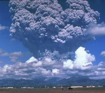 Mount Pinatubo erupts in the Philippines in 1991. Credits: CNRS.