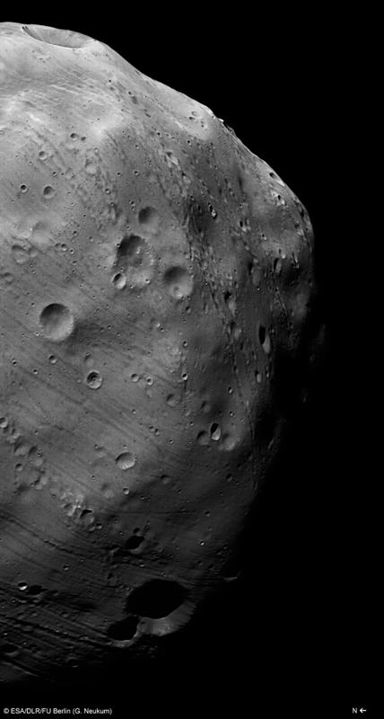 Image de Phobos prise par la caméra HRSC de Mars Express le 7 mars 2010 avec une résolution de 4,4 m par pixel. Crédits : ESA/DLR/FU Berlin (G. Neukum).