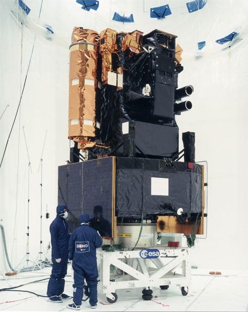 SOHO en salle d'intégration en 1995 à Toulouse. Crédits : ESA.