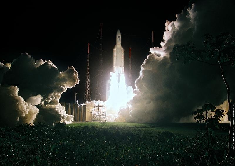 Décollage du 1er ATV à bord d'une fusée Ariane 5 ES, en 2008, depuis Kourou. Crédits : ESA/CNES/Arianespace.