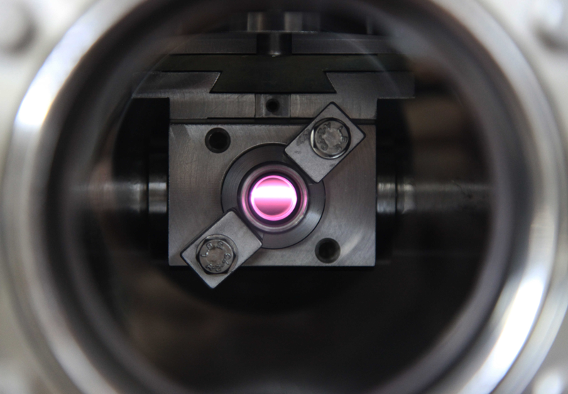 The circularly polarized ultraviolet beam (UV-CPL) on the DESIRS light line of the SOLEIL synchrotron, passed through a xenon gas filter. Credits: Thomas Lannes.