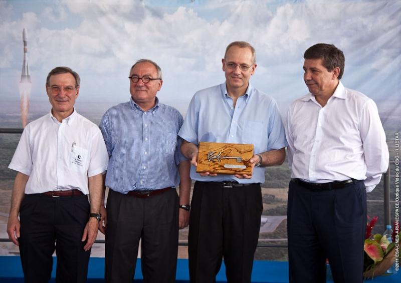 De g. à d. : Y. d'Escatha, président du CNES, J.J. Dordain, DG de l'ESA, J.Y Le Gall, président d'Arianespace, V. Popovkin, directeur de Roscosmos. Crédits : ESA/CNES/Arianespace/Optique Vidéo du CSG – R LIETAR.