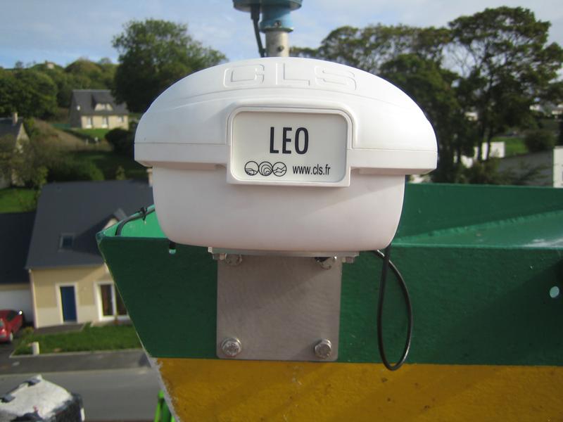 Balise de localisation installée sur un bateau de pêche. Crédits : CLS.