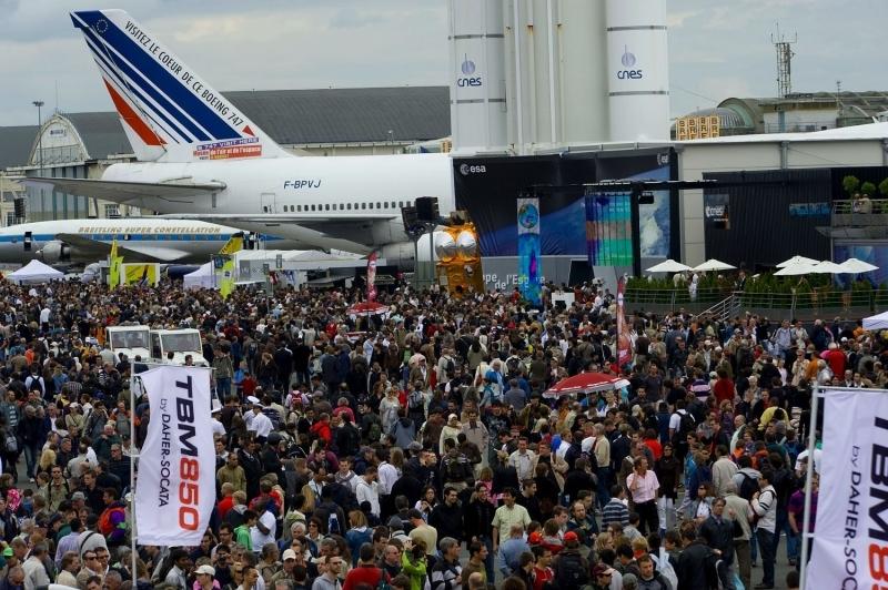 Une journée grand public au Salon du Bourget 2009. Crédits : CNES.