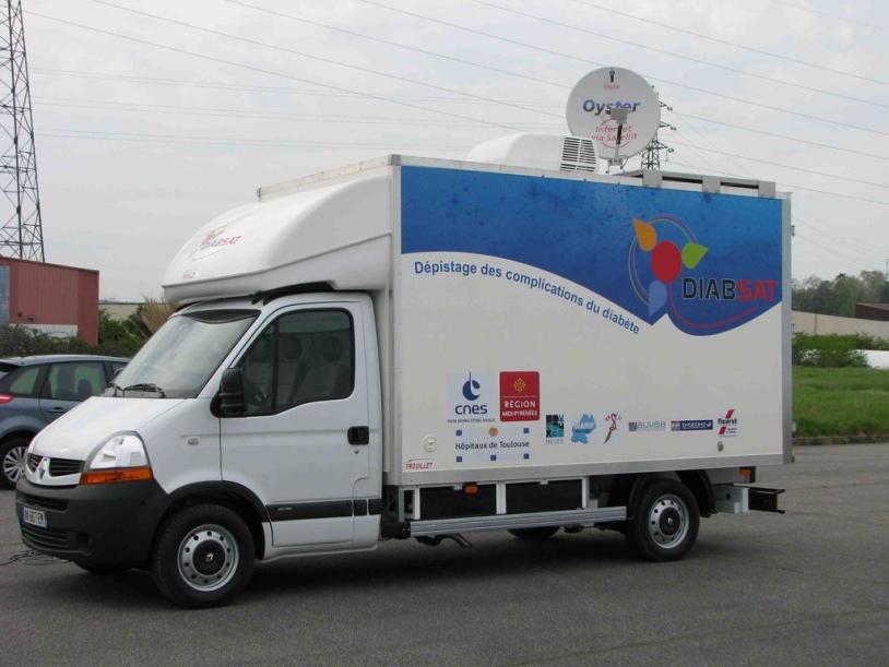 Le camion Diabsat traversera 54 villes et villages du Gers à partir du 17 mai. Crédits : CNES.