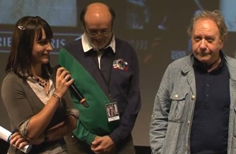 Remise du prix public à Coralie Blanchard. A droite : Jackie Berroyer, Président du jury ; au milieu : Michel Viso. Crédits : Forum des Images