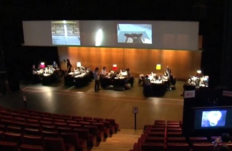Séance de travail des équipes du MashUp Film Marathon au Forum des Images et projection publique de MashUps. Crédits : Forum des Images.