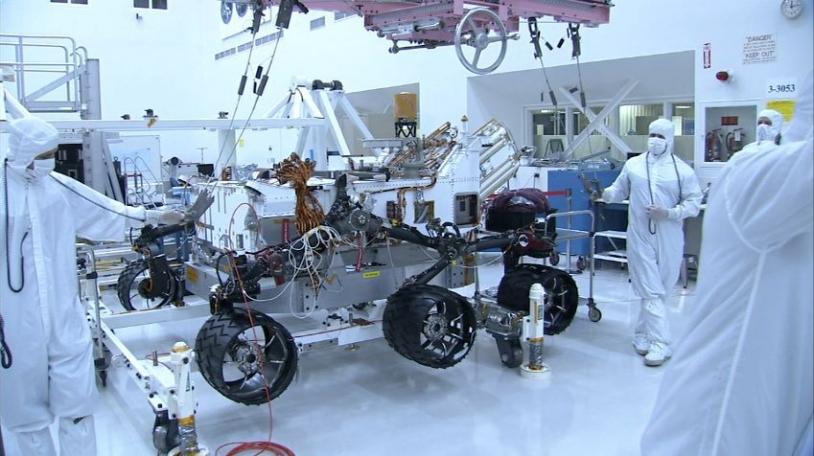 Assembly of the 850 kg MSL Curiosity rover at NASA's Jet Propulsion Laboratory in Pasadena, California (June 2011). Credits: NASA/JPL-Caltech.