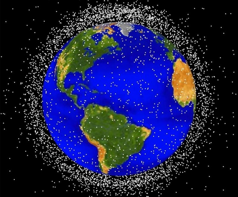 Vue des débris spatiaux qui gravitent en orbites basses autour de la Terre. Crédits : NASA.