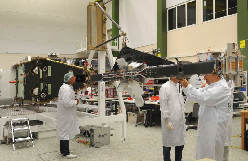 The Swarm satellite undergoes integration at Astrium's facility in Friedrichshafen. The ASM probes are mounted on the end of the boom (right). Credits: Astrium / A. Ruttloff / 2010.