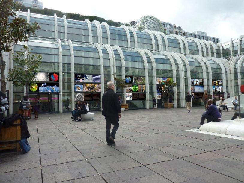Exposition « De l'espace pour la Terre » au Forum des Halles, place basse, du 26 septembre au 15 octobre, à Paris. Crédits : CNES.