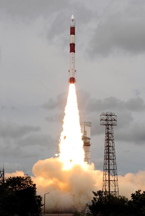 La fusée indienne PSLV s'est arrachée du sol de la base de lancement de Sriharikota à 7h30 (heure de Paris) ce mercredi 12 octobre. Crédits : ISRO.