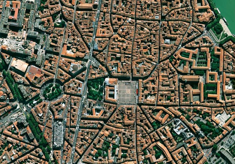Simulation des futures images Pléiades sur la ville de Toulouse. Crédits : CNES.