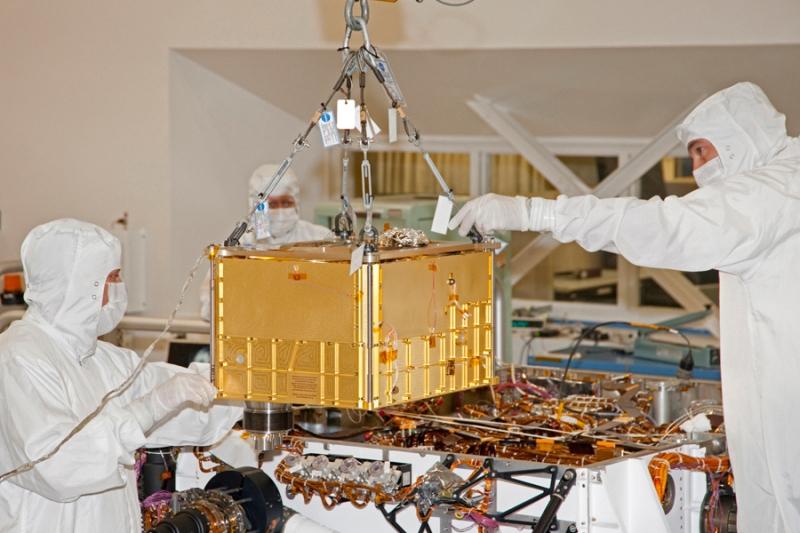 Intégration de l'expérience SAM sur le rover Curiosity en janvier 2011 (JPL, Californie). Crédits : NASA.