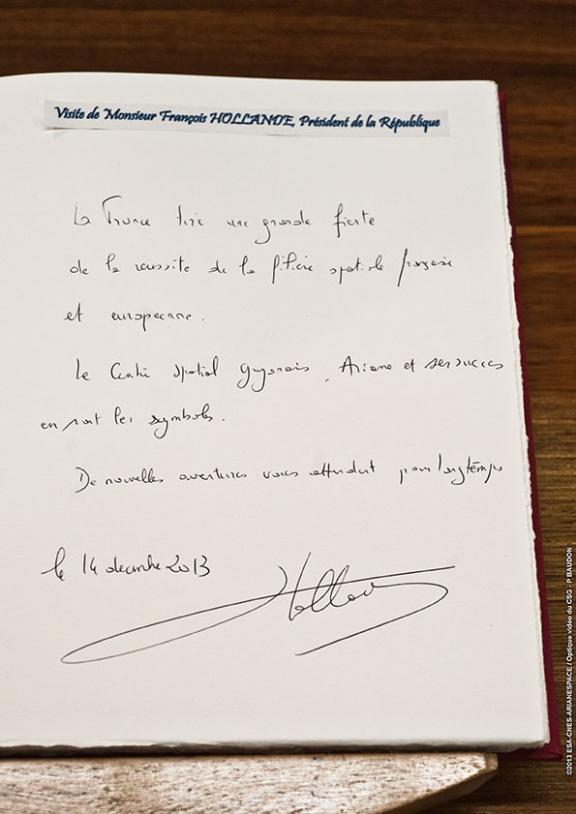President François Hollande signs the CSG's visitors' book. Credits: ESA/CNES/Arianespace/Optique Vidéo du CSG/P. Piron.