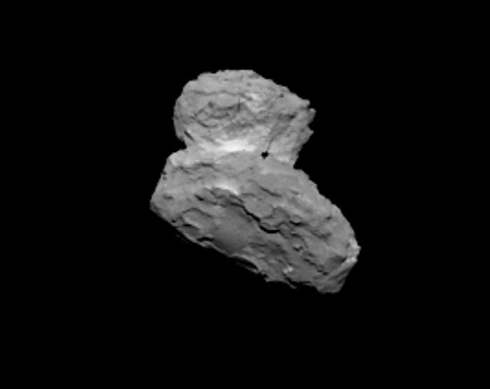 Cette image a été obtenue par la caméra OSIRIS-NAC de Rosetta le 1er  août 2014, à une distance de 1 000 km environ. Crédits : ESA/Rosetta/MPS for OSIRIS team  MPS/UPD/LAM/IAA/SSO/INTA/UPM/DASP/IDA.