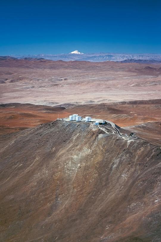 Le VLT européen est installé au sommet du Cerro Paranal, à 2 635 m d'altitude dans la cordillère des Andes chilienne. Crédits : ESO/G.Hüdepohl.