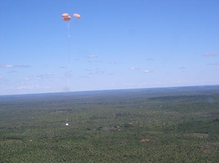 The balloon gondola's landing ; credits CNES
