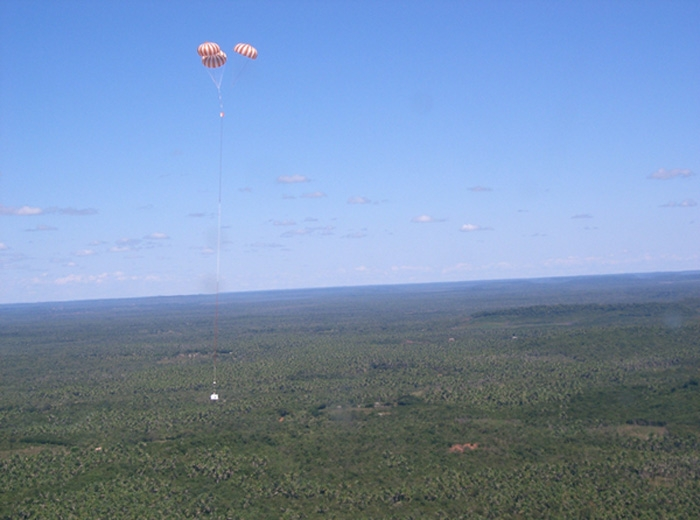 The balloon gondola's landing ; credits CNES