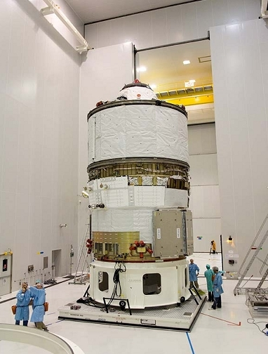 L'ATV en salle blanche. Crédits : ESA/CNES/Arianespace/Service optique du CSG