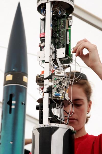 Dernière mise au point avant le lancement. Crédits : CNES/Agence REA - Gilles Rolle.
