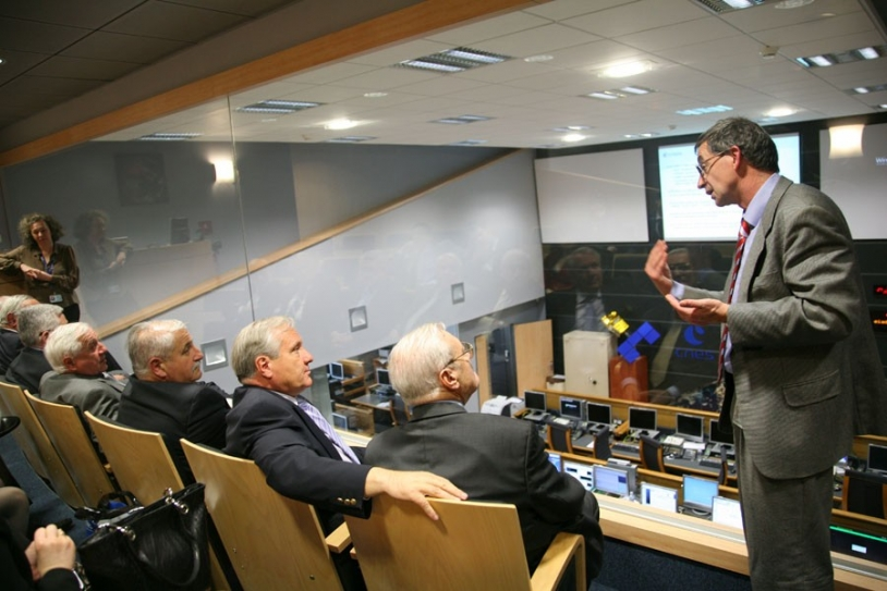 Philippe Goudy, directeur adjoint du CST s'adresse aux parlementaires au centre d'orbitographie