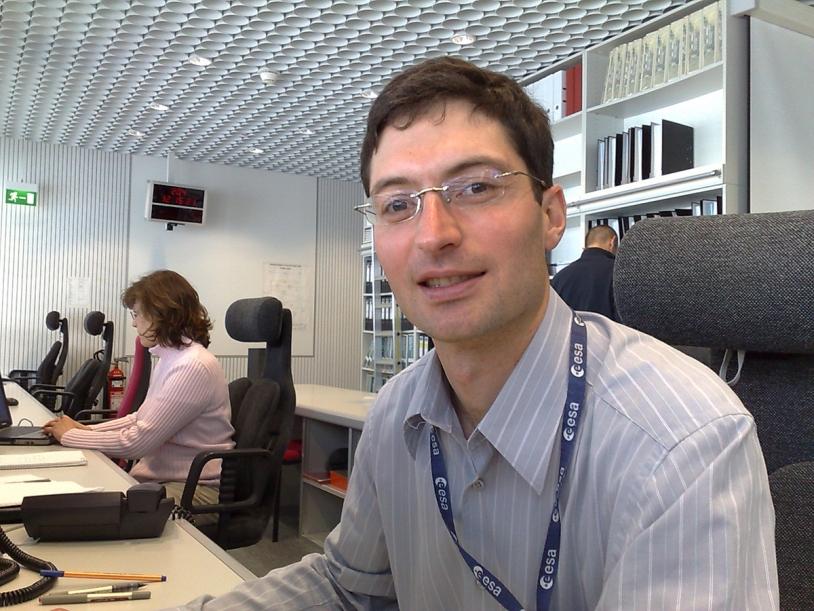 Sylvain Lodiot est français, il a fait ses études à Grenoble et, après plusieurs années de présence au sein de l'équipe des opérations de vol de Rosetta, il en est devenu le responsable en avril dernier. Crédits : ESA.