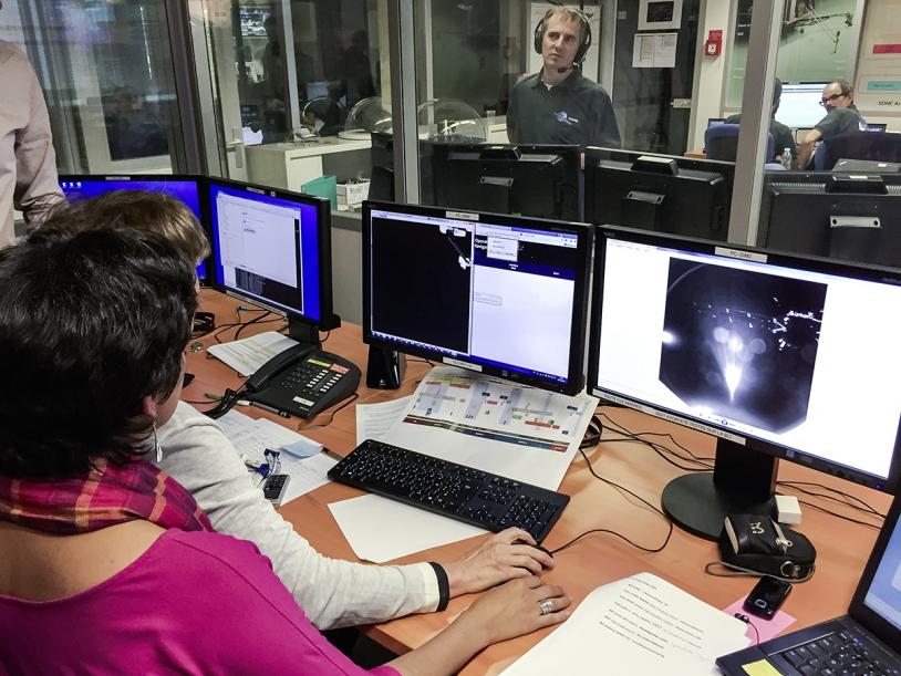 Dans les locaux du SONC (CNES, Toulouse), le mercredi 12 novembre 2014, pour l'atterrissage de Philae sur le noyau de la comète 67P. Crédits : CNES/G.Cannat & ESA/Rosetta/Philae/CIVA/ROLIS.