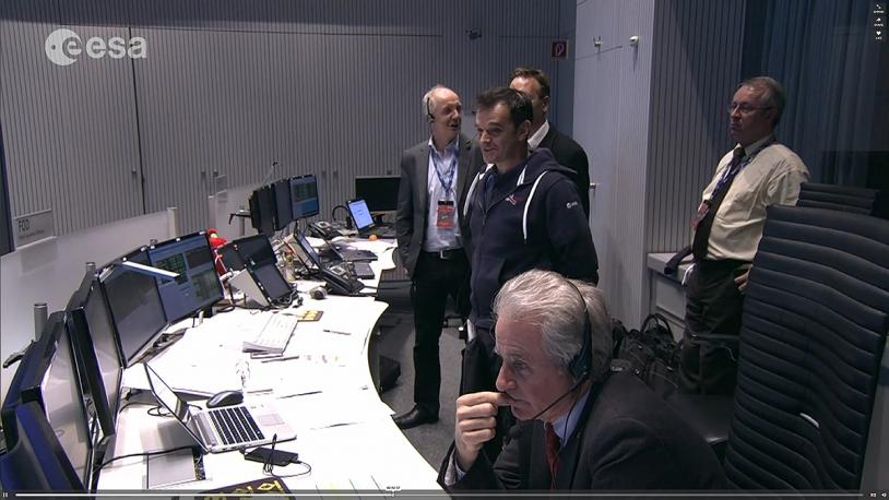 Attente de la confirmation du largage de Philae à l'ESOC. Crédits : ESA.