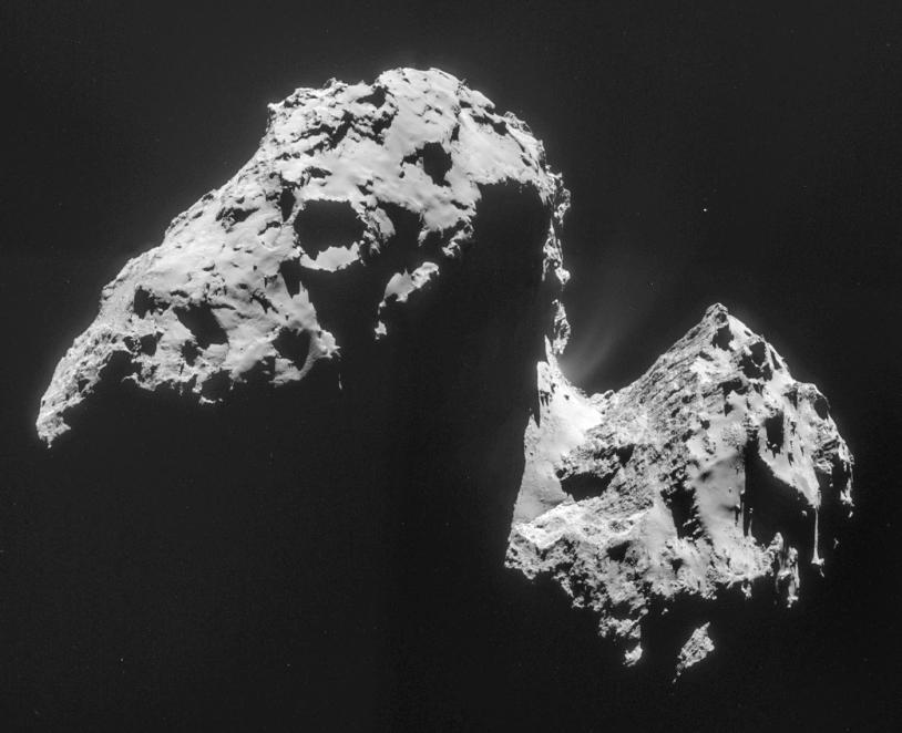 Portrait du noyau de la comète 67P pris le 17 novembre 2014 à près de 42 km de distance par la caméra de navigation de Rosetta ; la résolution est de 3,6 m/pixel. Crédits : ESA/Rosetta/NavCam – CC BY-SA IGO 3.0.