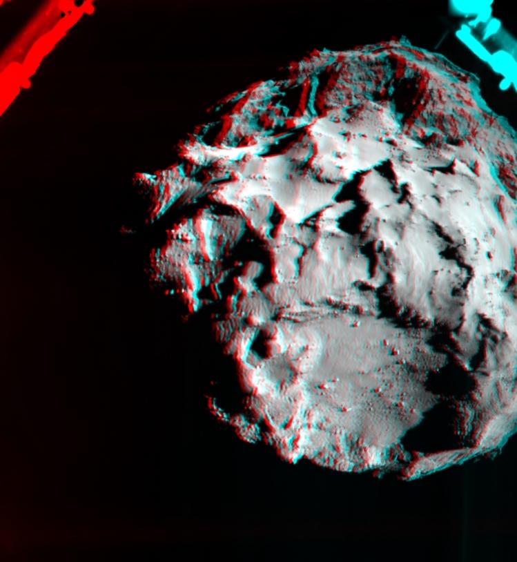 Utilisez des lunettes avec un filtre rouge à gauche et vert ou bleu à droite pour apprécier le relief extraordinaire de cette scène cosmique. Images prises par ROLIS à près de 3 km d'altitude le 12 novembre 2014. Crédits : ESA/Rosetta/Philae/...