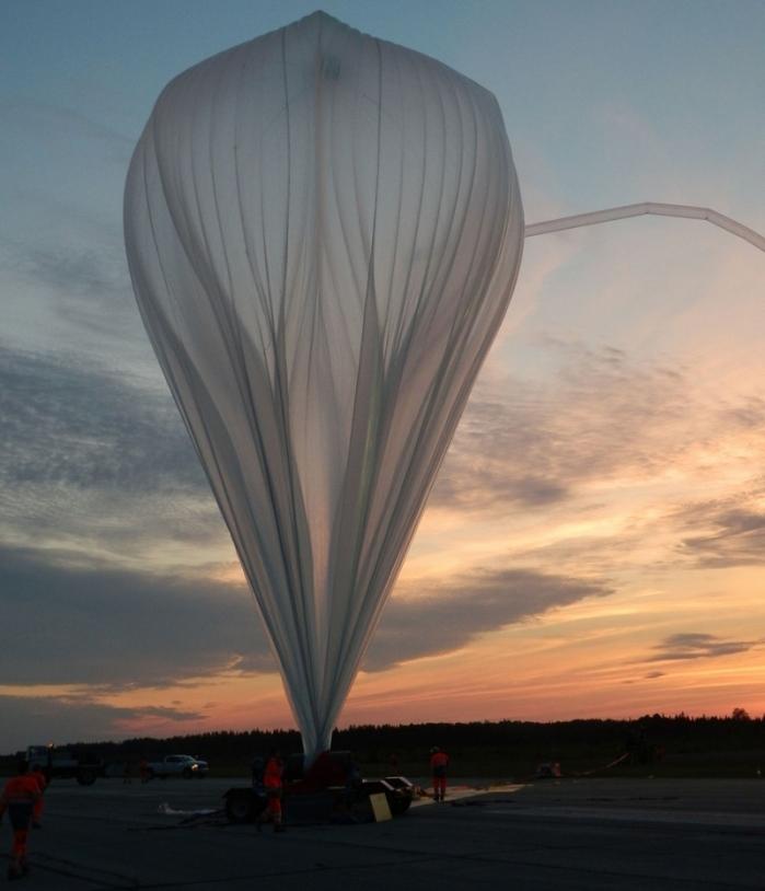 Lâcher d'un ballon stratospérique ouvert par le CNES depuis la base de Timmins au Canada en 2013. Crédits : CNES/V. Dubourg.