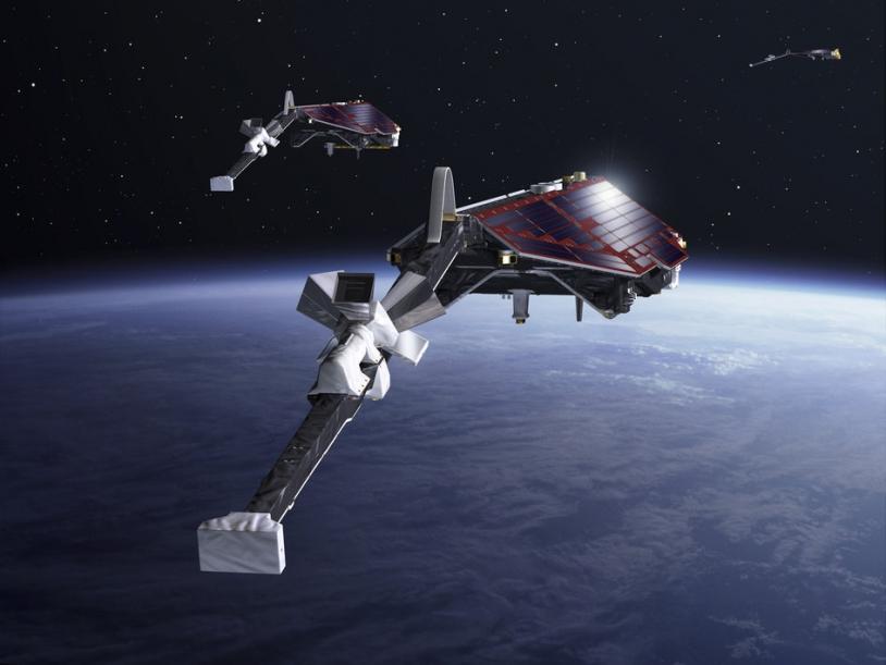 Les 3 satellites Swarm enregistreront les données du champ magnétique terrestre depuis l'orbite basse (460-530 km d'altitude). Crédits: ESA/CARRIL Pierre, 2013.