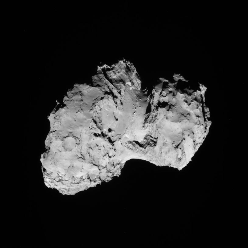 Image du noyau de 67P vu par la caméra de navigation de Rosetta le 19 août 2014 à une distance de 79 km.