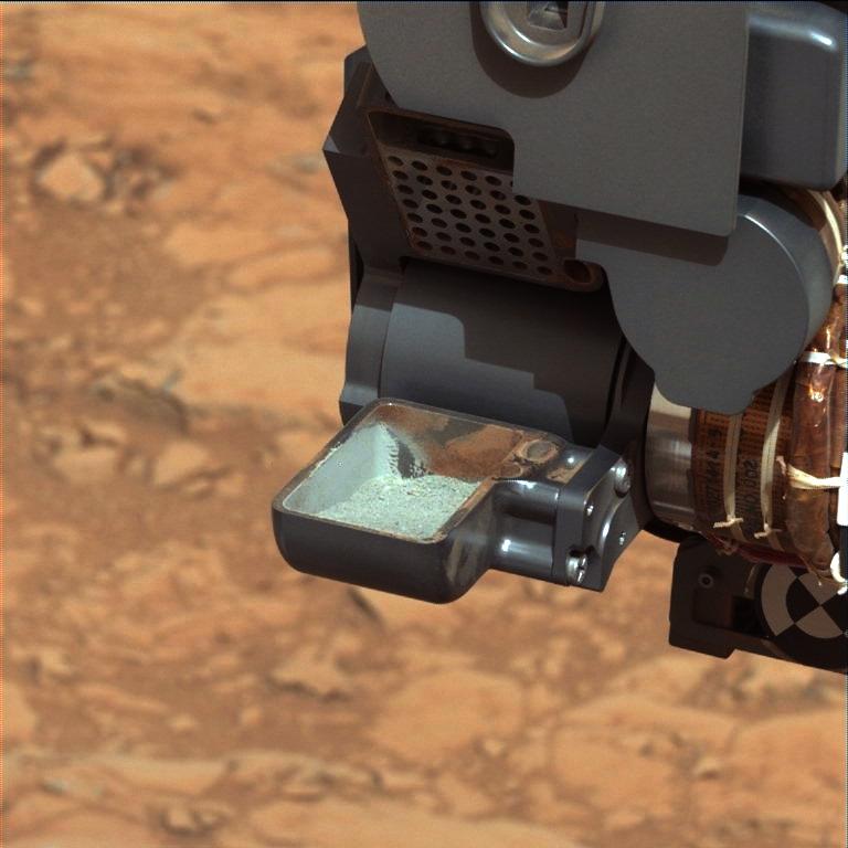 La poudre extraite du sol martien lors du 1er forage de Curiosity